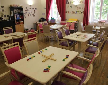 Animer des séances de jeu libre pour des personnes âgées